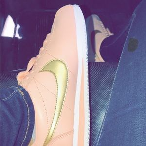 pink & gold nike cortez